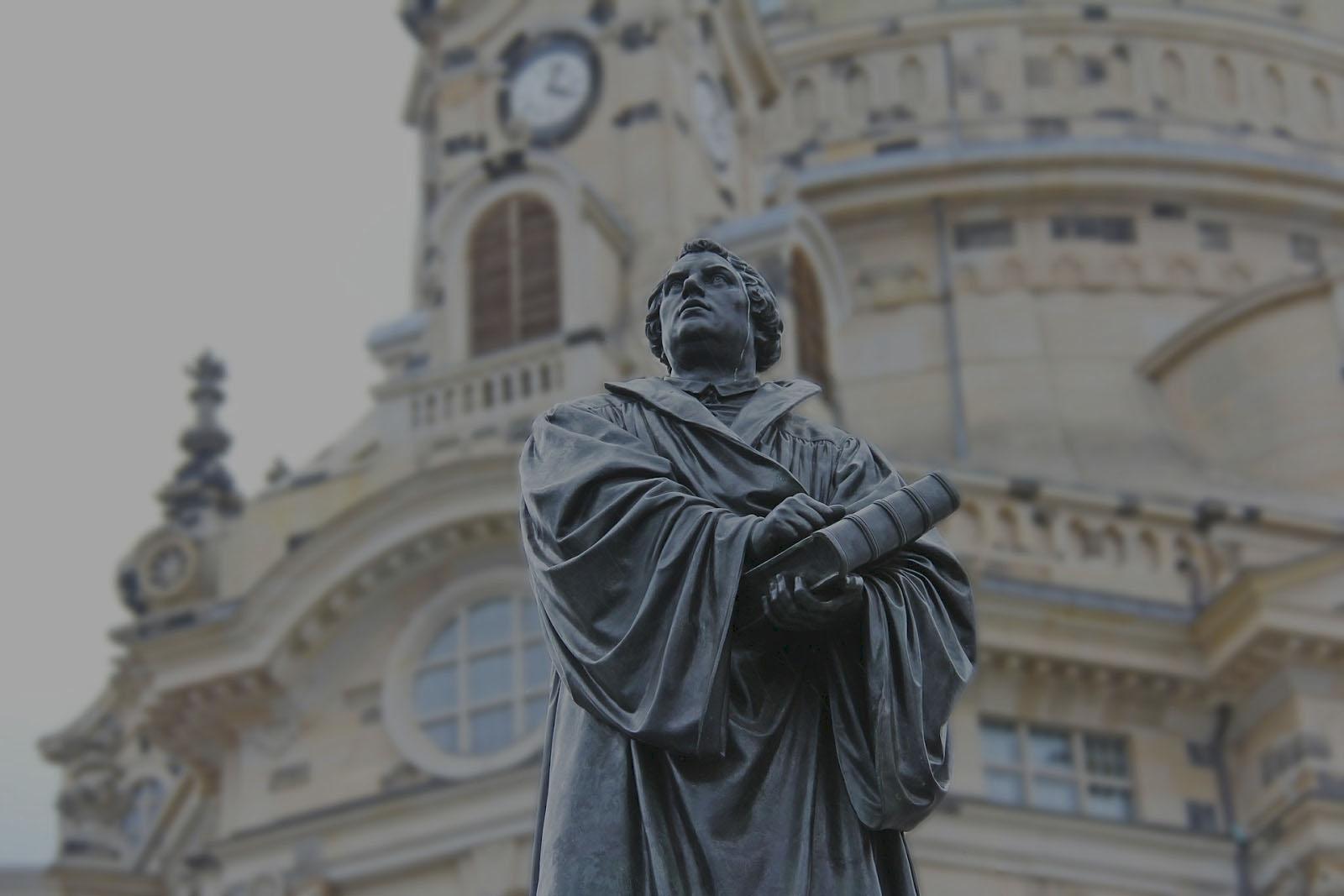 Estatua de Luthero, comemoración para los 500 aniversario de la reforma protestante
